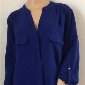 Woman top 2x 95% polyester 2% spandex used.